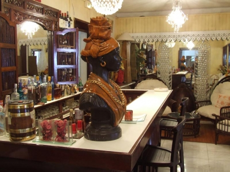 Auberge de l'Anse Mitan: the charmingly old fashioned bar