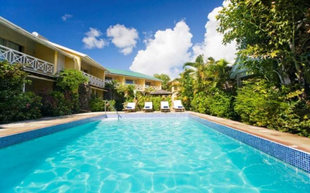 Tropical Suites: pool view