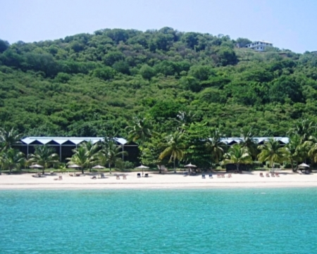 Tamarind Beach Hotel: hotel view from the beach