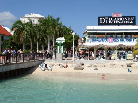 Philipsburg: capital of the Dutch part and duty free shopping paradise
